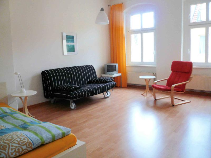Large bed-/living room - Super Apartment in Berlin - Bright, Roomy, and Cozy - Berlin - rentals