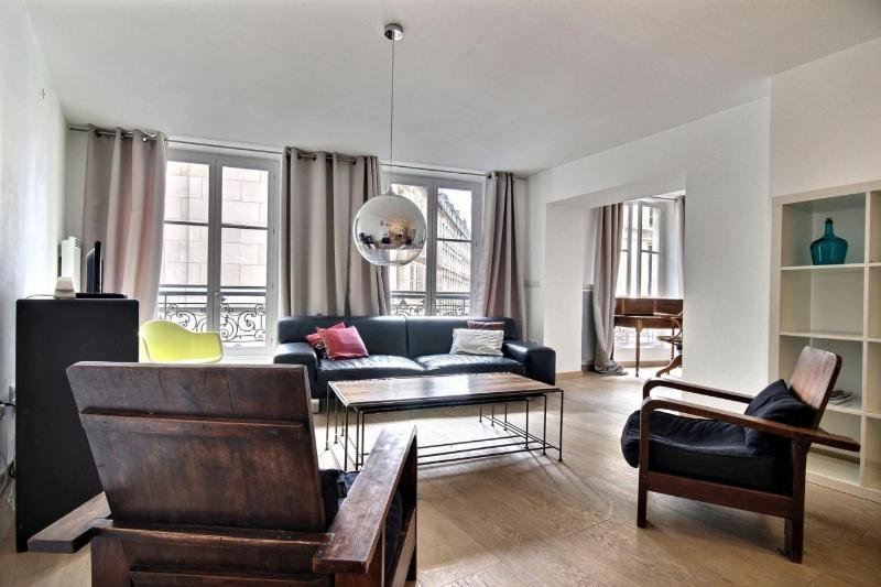 Modern 2 Bedroom Apartment in Montorgueil, Paris - Image 1 - Paris - rentals