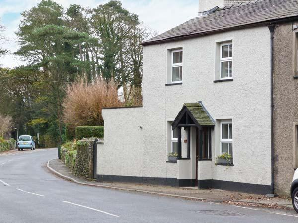 MULBERRY COTTAGE, woodburning stove, inglenook fireplace, pet friendly, in Cark, Ref. 27956 - Image 1 - Cark - rentals