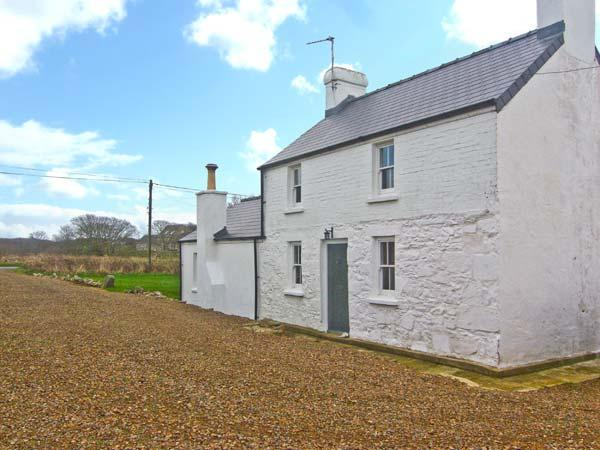 GLAN-YR-AFON, detached, family-friendly cottage, character features, WiFi, woodburner, country views, near St Davids, Ref 30631 - Image 1 - Saint Davids - rentals