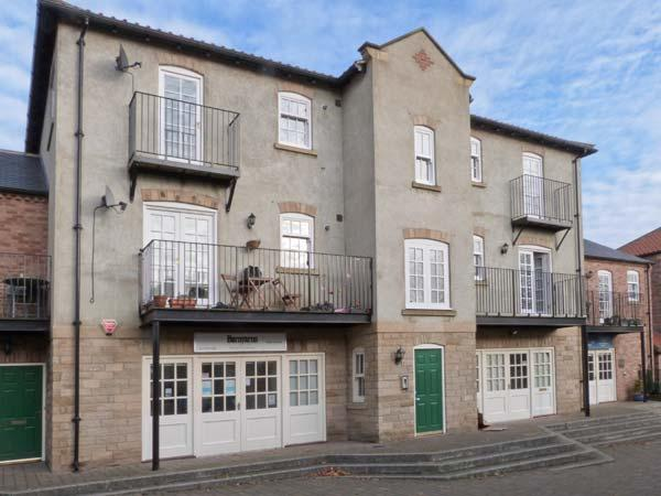 14B CANAL WHARF, second floor apartment, canal views, many attractions close by, in Ripon, Ref 30469 - Image 1 - Ripon - rentals