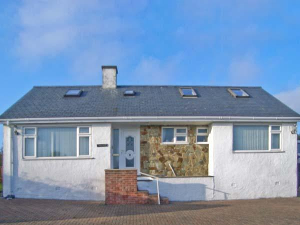 TREM YNYS, welcoming house, distant sea views, great for walking and - Image 1 - Abersoch - rentals