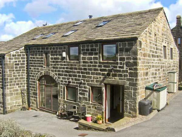 UPPER BARN, open plan living, pet-friendly, WiFi, beautiful countryside in Hebden Bridge Ref. 30843 - Image 1 - Hebden Bridge - rentals