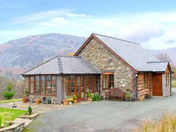 PENGWERN COTTAGE, en-suite, WiFi, fantastic hillside location with beautiful views, Ref. 903598 - Image 1 - Llanwddyn - rentals