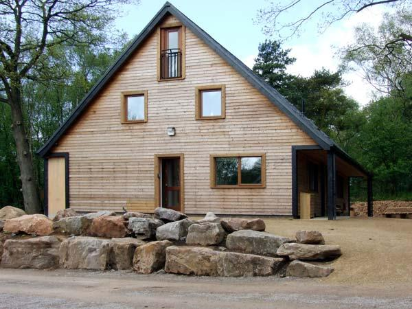 STANTON, family friendly, luxury holiday cottage, with hot tub in Ramshorn Wood Near Alton Towers, Ref 904180 - Image 1 - Oakamoor - rentals