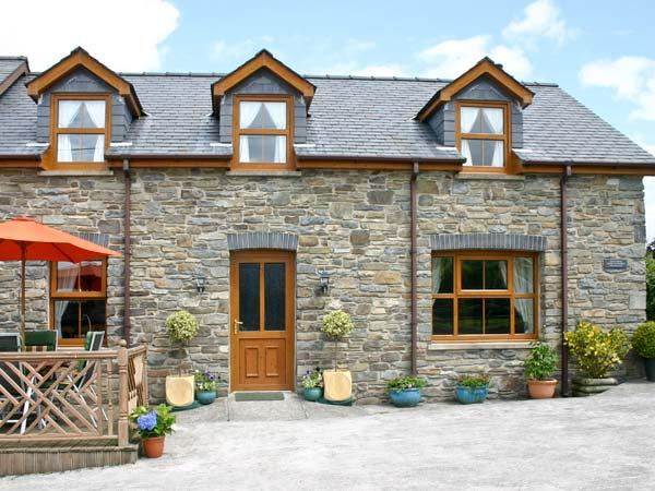 TANGAER COTTAGE, woodburner, two dogs welcome, child-friendly, WiFi, luxurious semi-detached cottage near Lampeter, Ref. 903544 - Image 1 - Lampeter - rentals