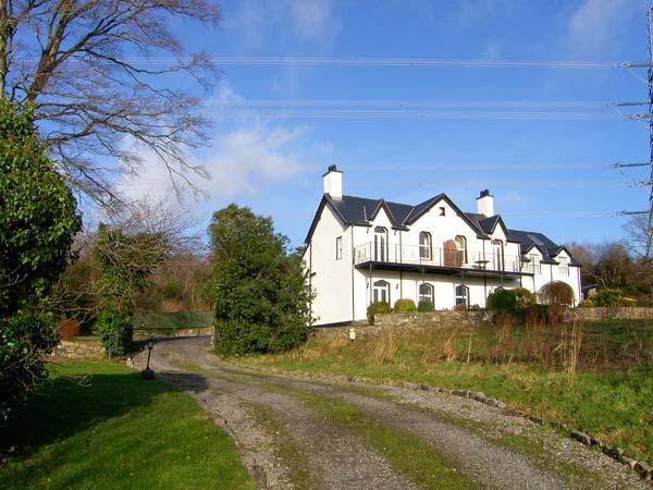 MENAI VIEW, spacious cottage, woodburner, en-suite, stunning views, in Llanfairpwllgwyngyll, Ref 903582 - Image 1 - Llanfairpwll - rentals