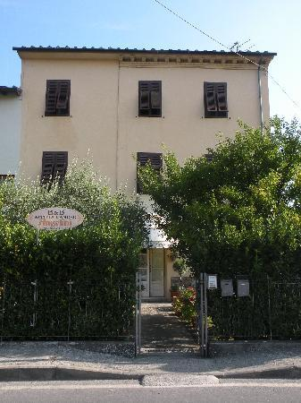 Questa è la casa dove si trova il BeB - Bed and Breakfast Angelini - Lucca - rentals