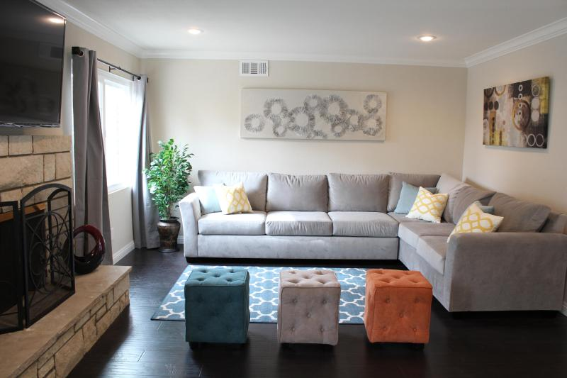 "Open space living room with 60"" flat screen tv - Amazing Location Near Disneyland And Convention Ct - Anaheim - rentals"