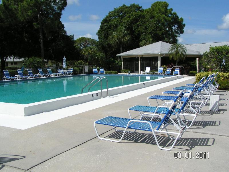 Community Heated Pool - Artsy Sarasota, FL--Enjoy sunsets in 2/2 Condo - Sarasota - rentals