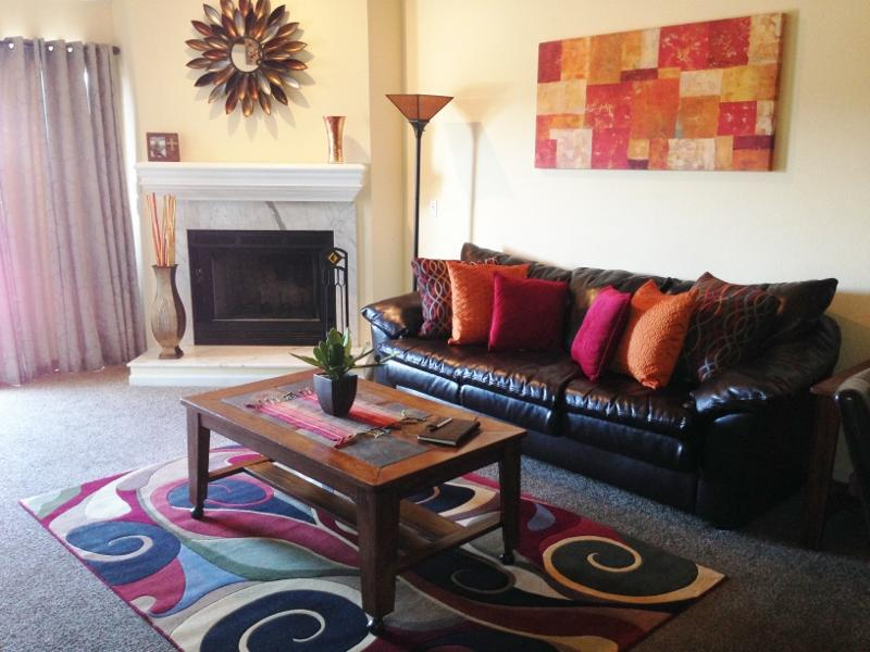 Living Room With Fire Place - COZY*****FREE NIGHT****$99/NT*****SLEEPS 12***** - Osage Beach - rentals