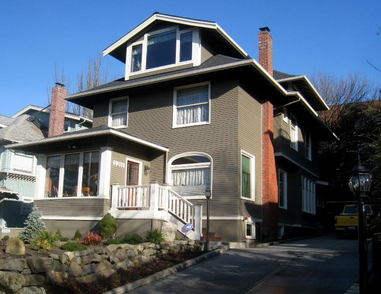 Street view of vintage 1907 home - Capitol Hill - Vintage 1907 home - Great location - Seattle - rentals