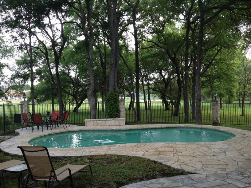 Salt, heated pool, overlooking green belt - BEAUTIFUL 3 BEDROOM HOME, PRIVATE SALT WATER HEATE - Austin - rentals