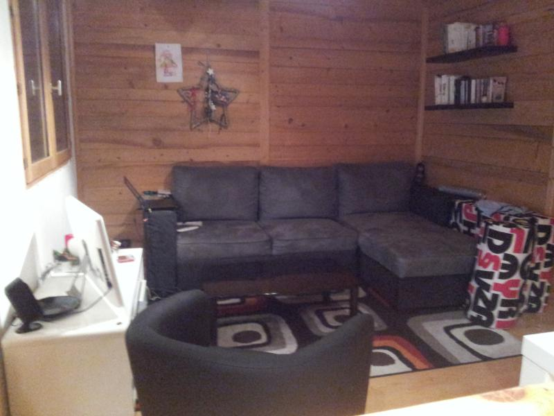 Sofa is convertible, turns into large bed for 2 - 3 Valleys/Courchevel: 25 m2 apartment 350€/week - Bozel - rentals