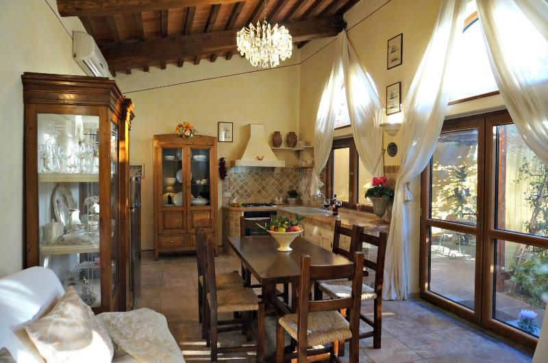 Typically Tuscan and full of charachter - Tuscan Vacation Rental near Pisa, Lucca, and Florence - Pisa - rentals