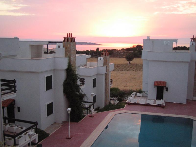 Beautiful SUNSETS from your private terrace - Watch beautiful SUNSETS from your private terrace - Cesme - rentals