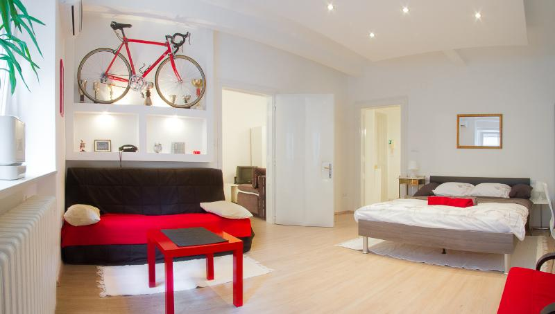 Bedroom - RED BIKE APT, BIKES FOR FREE - Zagreb - rentals