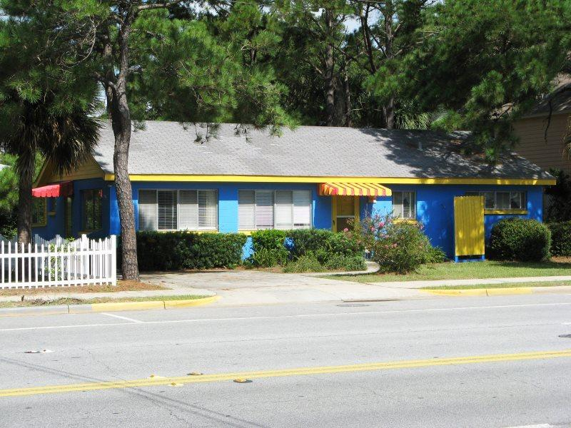 A classic Tybee Cottage located just one block from the beach - 1007 Butler Avenue - Classic Tybee Cottage - One Block to the Beach - Tybee Island - rentals