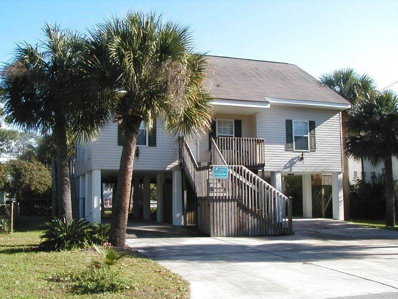 1010 Lovell Avenue - Easy Walk to the Beach - FREE Wi-Fi - Image 1 - Tybee Island - rentals