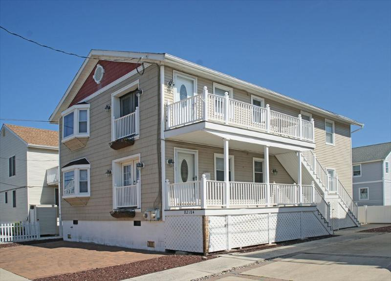 OLD OWNER-DO NOT RENT 8218 Third Ave 109106 - Image 1 - Stone Harbor - rentals