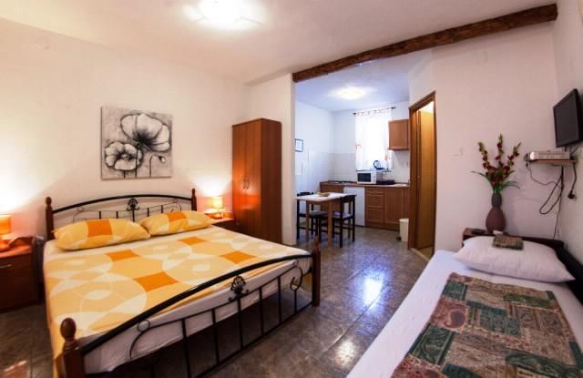 Apartments Ivan - 44181-A1 - Image 1 - Komiza - rentals