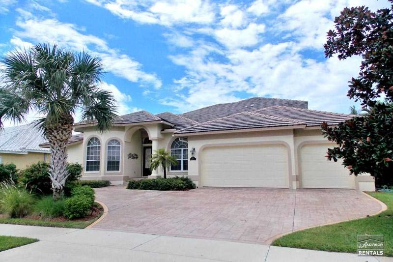 Comfortable Florida style waterfront pool home - Image 1 - Marco Island - rentals