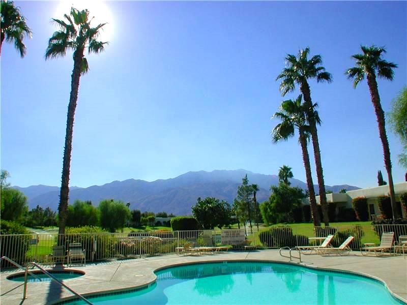 Peace and serenity awaits in one of 30+ heated pools and hot tubs. - Remodeled 2-BD Warm Retreat in Palm Springs Area - Cathedral City - rentals