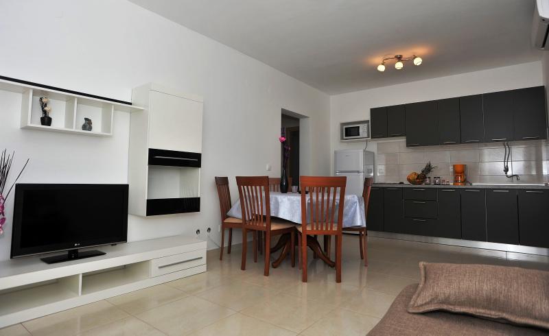 Apartments Milan - 44211-A1 - Image 1 - Split - rentals