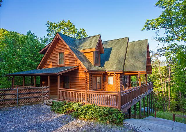 Scenic Solitude - Luxury 4 BR Cabin w/ CRAZY Crazy Summer Special from $159! Sleeps 12. - Sevierville - rentals
