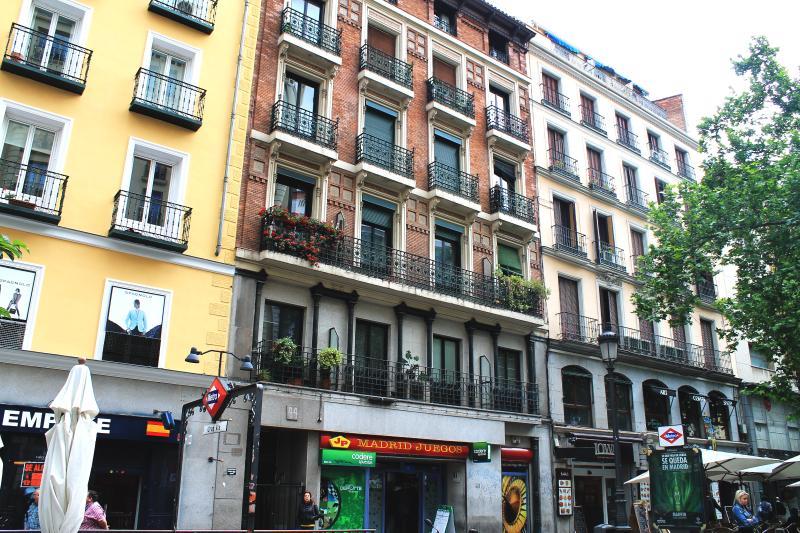 GRAN VIA SOL 4 pax - Image 1 - Madrid - rentals