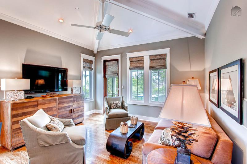 Spacious Living area will make you feel like you are in anything other than a carriage home - Stylish carriage house with amazing kitchen near Rosemary Beach Cabana Pool - Beach Music Carriage House - Rosemary Beach - rentals