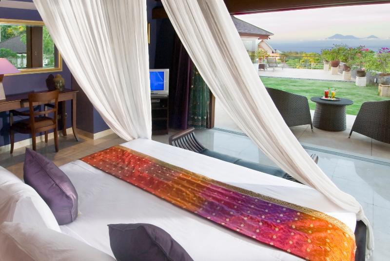 Master bed - Sakova Villa 0207 Pecatu 4 Bedroom - Pecatu - rentals