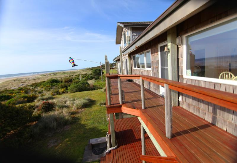 Ocean Front Home Sleeps up to 18! - Image 1 - Yachats - rentals