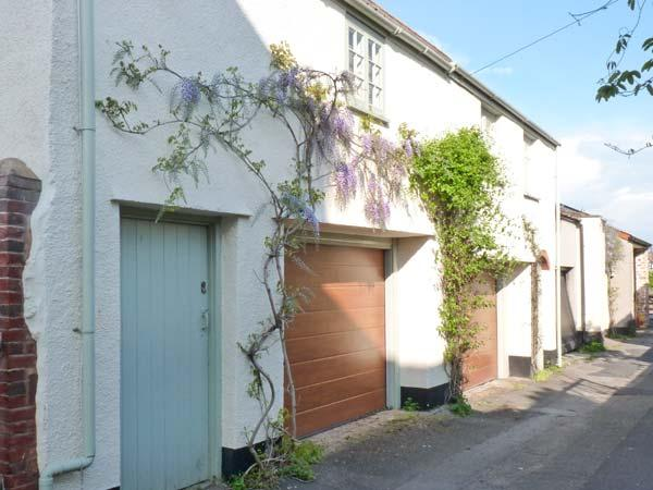 PENNYCOTT, pet-friendly, two sitting rooms, garage parking, enclosed garden, in Minehead, Ref 29085 - Image 1 - Minehead - rentals