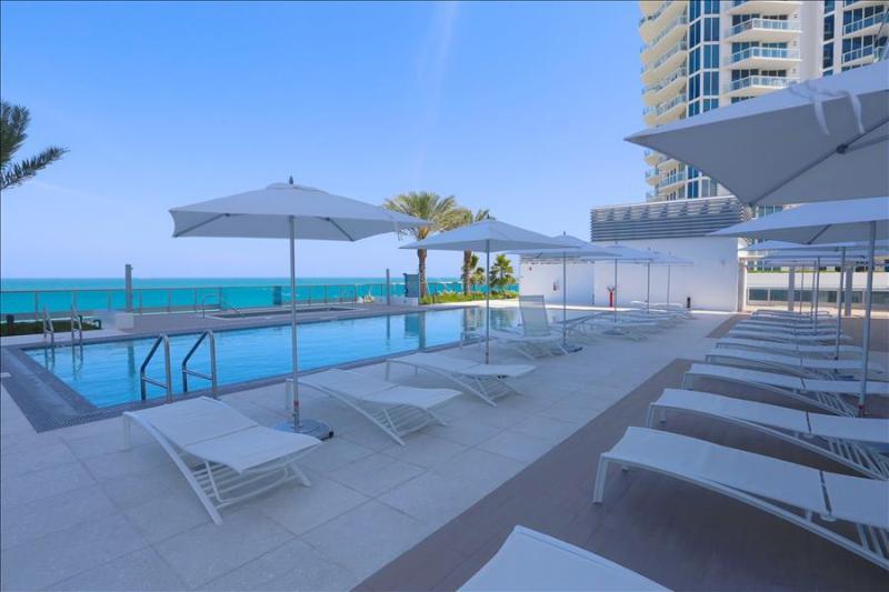 2- MonteCarlo: 1BR Suite on the Beach W/5 Star Amenities - Image 1 - Miami Beach - rentals