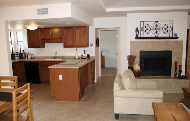 Charming 2BR/2BA ground floor Ventana Vista Condo! - Image 1 - Tucson - rentals