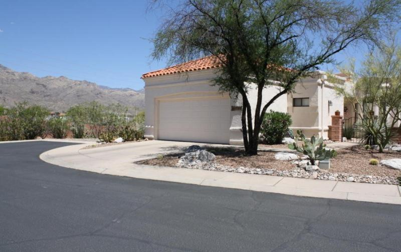 Spacious townhome offers magnificent mtn views!!! (MINIMUM 30 DAY STAY) - Image 1 - Tucson - rentals