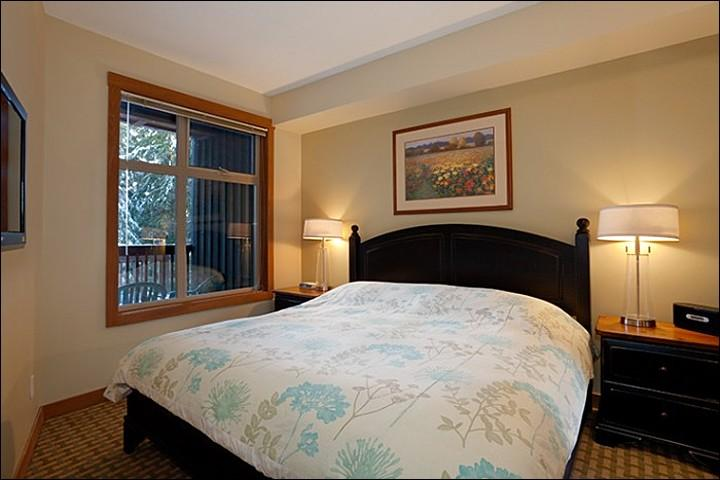 Master Bedroom has a Comfy King Bed - On the Edge of Golf Course and Lost Lake Park - Located on the Free Shuttle Route (4029) - Whistler - rentals