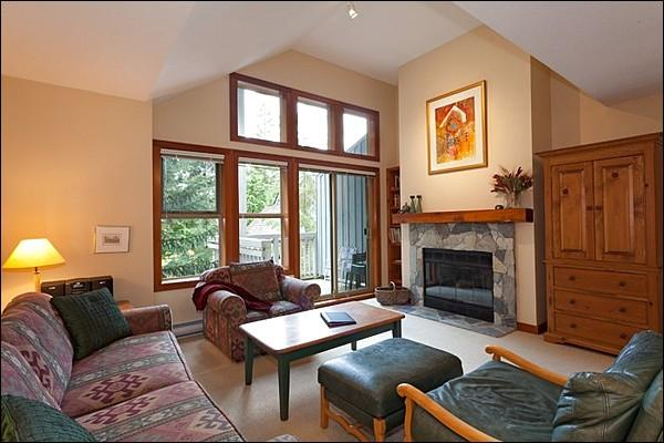 Spacious Living Room with Beautiful Forest Views - Fantastic Location on Blackcomb Mountain - Only Minutes to Lost Lake (4086) - Whistler - rentals