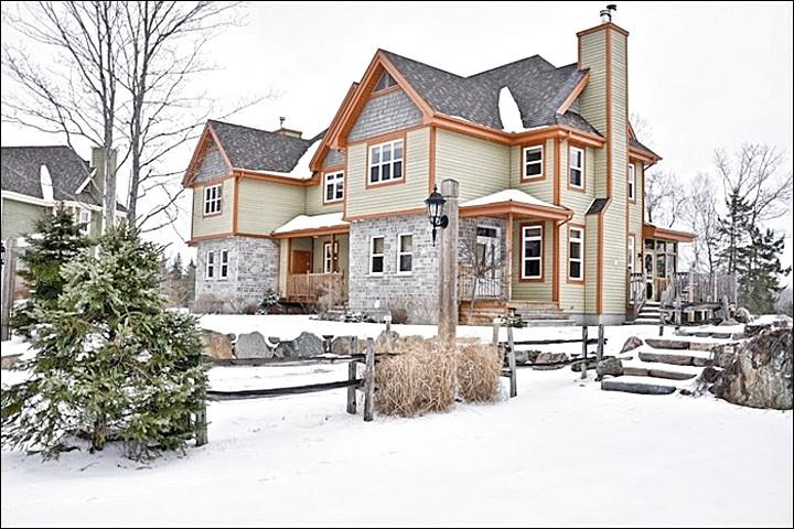 The Inviting Exterior View - Cozy Wood Burning Fireplace - Community Summer Outdoor Swimming Pool (6015) - Mont Tremblant - rentals