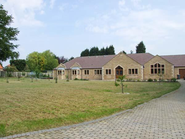 MANOR HOUSE, enclosed garden, WiFi, childrens play area, woodburning stove, Ref 904429 - Image 1 - Chesterfield - rentals