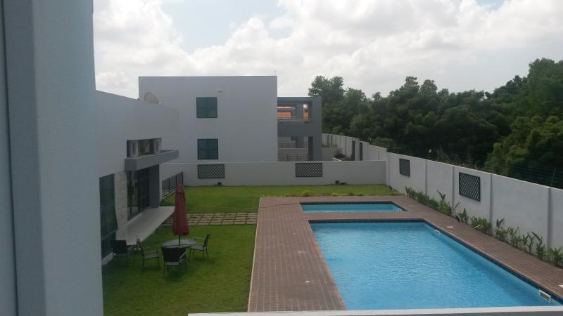 Balcony views - 3 Bedroom Townhouse with sauna, pool and gym - Accra - rentals