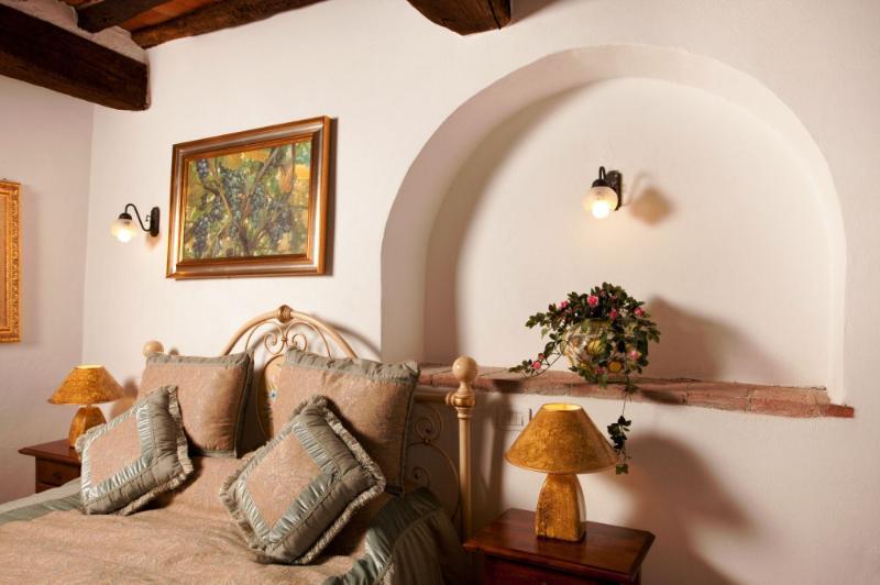 double bedroom with en suite bathroom - La Mucchia casa vacanze (Family suite 3) - Cortona - rentals