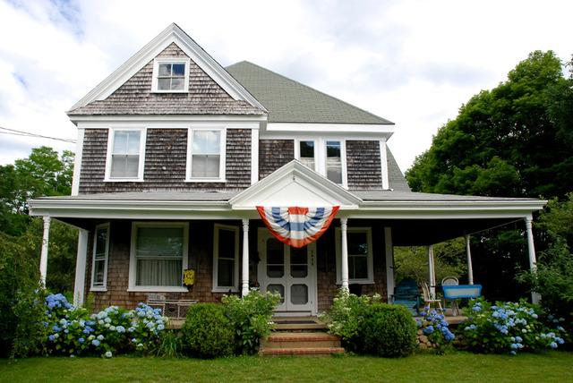 My historic home with wraparound front porch - Cape Cod B&B in Historic Barnstable - Barnstable - rentals