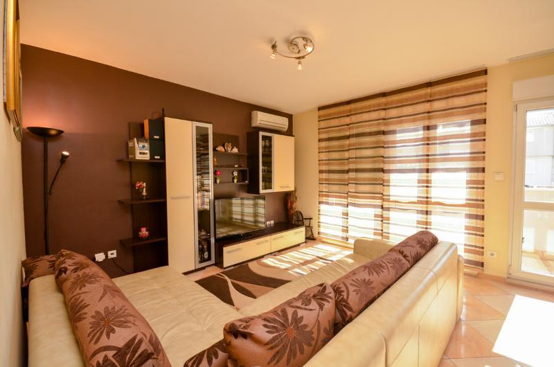 Apartment Miro - 44741-A1 - Image 1 - Podstrana - rentals