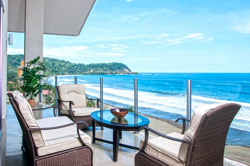 Balcony with lounge chairs and table - Diamante del Sol 10-2S Penthouse - Family Friendly - Jaco - rentals