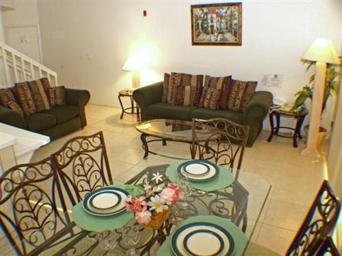 Nicely decorated 2 Bedroom 2 Bath Townhome in Mango Key. 3178LB - Image 1 - Orlando - rentals