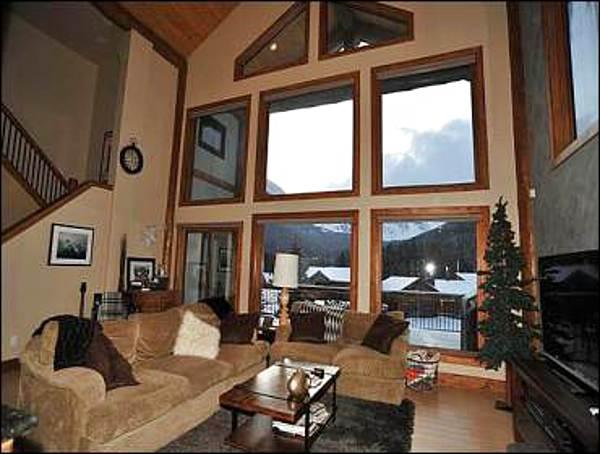 25 Foot Ceilings in Great Room - Soaring Views of Quandary Mountain - 8 Minutes to Downtown Breckenrdge (13550) - Breckenridge - rentals