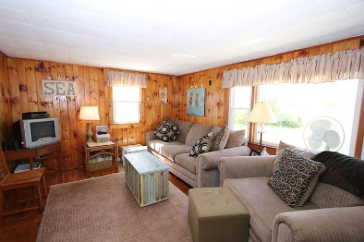 Living Room - 302 Phillips Rd - Sandwich - rentals