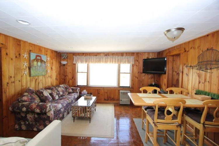 Large Living room w/ high top table - 300 and 302 Phillips Rd - Sagamore Beach - rentals